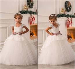 2016 Beautiful Flower Girls Dresses for Wedding Cap Sleeve Vintage Lace with Stain Bow Belt Princess Child First Communion Gowns BO8551