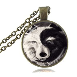 Wholesale Vintage Yin Yang Necklace Glass Time Gem of Wolf Pendant Black White Animal Jewelry Tai Chi Symbol Sweater Necklace