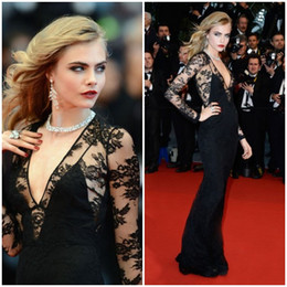 Cara Delevingne Elegant Evening Dresses Long Sleeves Sheer Deep V-Neck Sheath Black Lace Celebrity Red Carpet Dresses Prom Gowns