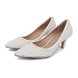 2017 perles de diamant hauts talons Nouveau 2016 Perles blanches Chaussures à talons hauts de 6 cm Chaussures de mariage en cristal nuptiale Chaussures en diamant strass Chaussures Chaussures de bal abordable perles de diamant hauts talons