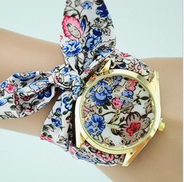 Wholesale Floral bag ladies watches trade watches Geneva cloth decorated watches Butterfly lotus lotus pattern wrist watches
