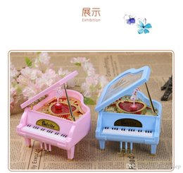 Wholesale Hot Sale White Gold Piano Music Box Classical Day Gift Boutique with Dancing Girl Song to Alice Mechanical Dancing Ballerina