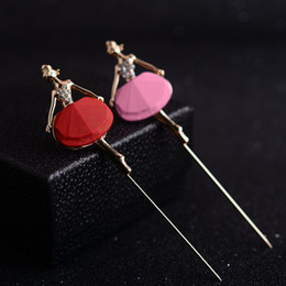 Ballerina women 's brooches women' s pins women 's suits men' s sweater pins wild leisure long needle brooch