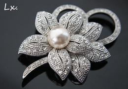 Wholesale 2016 Wedding Accessories nickel free plating thick silver alloy diamond brooch inlaid pearl flowers women fashion brooches