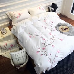 Wholesale Spring Bedding Sets White Purple Cotton Pieces Home Textiles Three dimensional Embroidered Floral Flowers Pattern High Quality