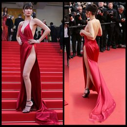 Wholesale Bella Hadid Long Dresses Evening Wear Sexy High Slit Plunging V Neck Halter Red Prom Gowns Formal Party Dress