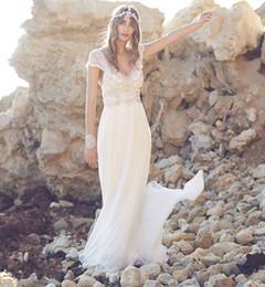 Promotion robe de conception de cristal courte Robes de mariée en mousseline de soie à manches courtes à encolure en V en cristal