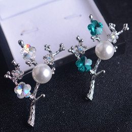 Crystal brooch Plum Brooch Pearl brooch Retro imitation pearl Women's sweaters Accessories Corsage pin Scarves buckle