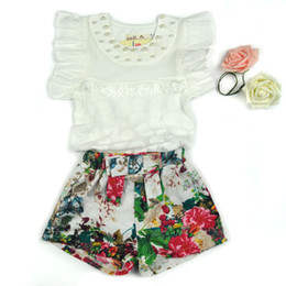 Kids clothing 2018 new summer girls small children fly breathable mesh sleeves floral Shorts Set Ruffled cuff Tshirt + flower pant