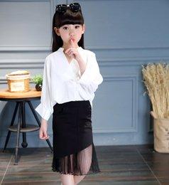 Красивые девушки с вырезами на юбках фото 650-448