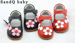Wholesale girls leather shoes with flowers red black pink white for spring and fall nina zapato sapatos chaussure de bebe