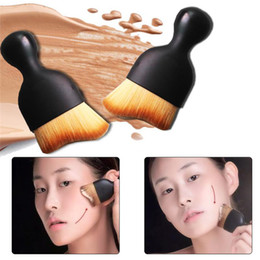 Wholesale Soft Oval Brush Foundation Brush Cream Puff Brush Power Wine Glass Shaped Makeup Beauty Cosmetic Brush with protect lid