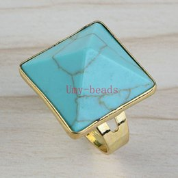 Charm New Unique Gold Plated Green White Turquoise Gemstone Triangle Pyramid Shape Adjustable Finger Ring Jewelry