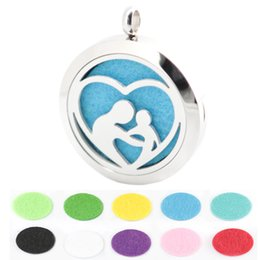 Wholesale 30mm mother love baby Aromatherapy Essential Oil surgical Stainless Steel Perfume Diffuser Locket Necklace with chain and pads