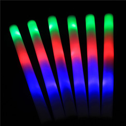 flan de mousse led Promotion 50 pcs / LED Foam bâton coloré clignotant Bâtons 48cm Rouge Vert Bleu Light-Up Sticks lot Party Decoration Festival Concert Prop
