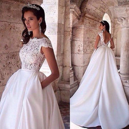 Vintage 2019 White Princess Wedding Dresses with Pockets Lace Appliques Boat Neck Capped Sleeves Backless Bridal Gowns with Sweep Train