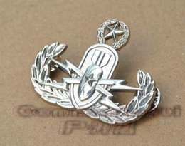 Wholesale 2016 Real Promotion American Metal Badge Militaire Medailles Us Multi service Advanced Eod Metal Skills Chapter Badge Silver