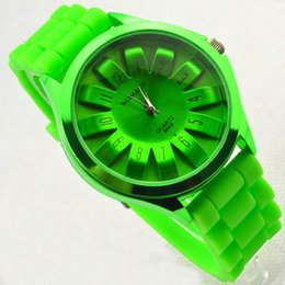 Wholesale Japan and South Korea style multicolor sun flower silicone band fashionable watch for lady students manufacturers