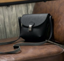 Wholesale The bag adapt some lady who like a small bag It can contain little things but it can make person look like slim