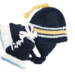 Wholesale Newborn Bruins Hockey Team Costume Handmade Crochet Baby Boy Girl Hockey Helmet Hat Skate Booties Set Infant Photo Props Baby Shower Gifts