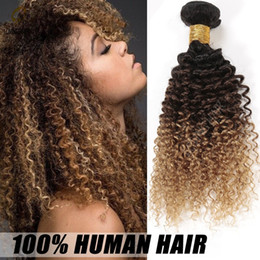 Promotion 27 ombre bouclé Three Tone Colored 1B / 4/27 Brown Blonde Ombre Kinky Curly Human Hair Weave Extensions de trame Cheap Honey Blonde Ombre Hair 3 Bundles