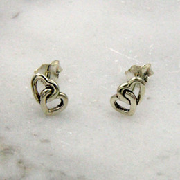 Simple heart and heart are linked to the meaning of beautiful and beautiful, beautiful and beautiful nail type earrings