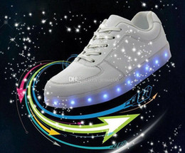 Wholesale LED luminous shoes and ShoeBox men women fashion sneakers USB charging light up sneakers colorful glowing leisure flat shoes best price hot