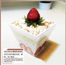 Wholesale Bakeware cake Tiramisu mousse cup trapezoidal transparent plastic sawdust cup with lid and spoon