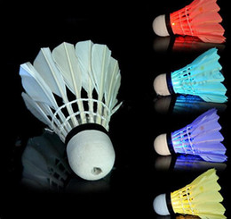 New Dark Night LED Badminton Shuttlecock Birdies Lighting LED Light Badminton Red Blue Green Flashlight Novelty Lighting Colorful Badminton