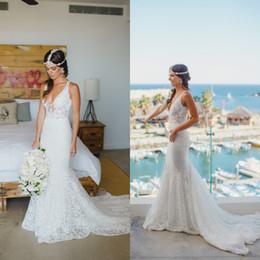 2016 Robes de Bohème Chic robes de mariée sexy col V profond Backless Mermaid dentelle Cour Robe de Mariée Plage de mariée