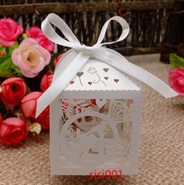 2016 Hot sale 50pcs Laser Cut love bird wedding favor box in pearlescent paper box baby shower,party show candy box(with ribbon)