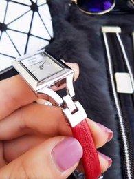 Wholesale Marca de fábrica famosa Pequeña correa de cuero reloj de cuarzo del dial del rectángulo de la manera de vestir de pulsera Relojes vrouwen
