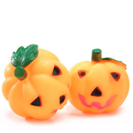 100pcs  lot Fashion Pet Dog Toys Squeak Pumpkin for Halloween Dog Cat chew Toy Plastic For Small Medium Large Pets