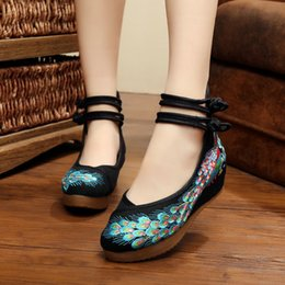 Wholesale Fashion Dance Casual Shoes Women Cloth Shoes Peacock Sequins Beading Tendon Bottom Embroidered Shoes