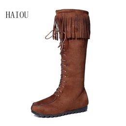 Botas de cuña mujeres morenas en Línea-Nuevo invierno de Brown planos de las borlas botas de gamuza botas de cuña del cuero de 2016 mujeres de la marca Zapatos Gris Negro Lace Up Botas sólida ronda