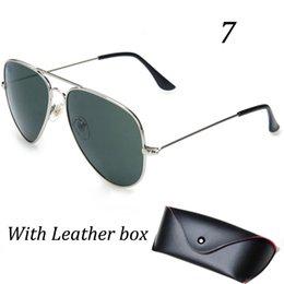 Wholesale Las gafas de sol auténticas de vidrios de calidad superior de las mujeres de los hombres de la manera UV400 protegen las gafas de sol del diseñador de las gafas de sol de la marca de fábrica