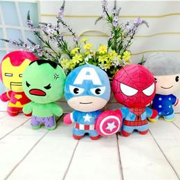 Los nuevos estilos de los niños juguetes de peluche Juego Super Heroes Spider-Man Iron Man Capitán América muñecas The Avengers 2 la figura de peluche embroma el regalo super heroes plush toys promotion desde superhéroes juguetes de peluche proveedores