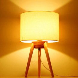 Mesa moderna habitación lámparas en Línea-Nórdica moda paño de arte lámpara de cabecera de madera contemporánea contratada paño de tela de arte dormitorio lámpara de mesa de madera
