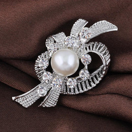 High Quality Creative Big Simulated Pearl Rhinestone Flower Silver Plated Brooches for Women Brooch Pins Jewelry