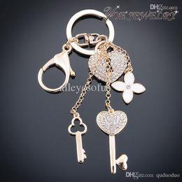 Gros-gros chaîne de clé de voiture de mode Gold Heart Accessoires Keychain Pour clé Femme Classique Fleur de cristal Keychain Porte-clés à partir de trousseaux gros fleur fabricateur