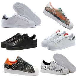 Wholesale Boy casual hot salesadidas superstar men and women shoes shell head sandals on sports shoes ice skating gold standard white Black