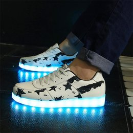 2015 LED Women Lumineux Chaussure Homme Adults Light Up Femme Lumineuse Schuhe Schoenen Couples Casual Men Shoes For Man 211