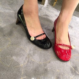 Wholesale New Brand Design Half Moon Shaped Gold Heels Pumps Patent Leather Pearl Embellished Mary Janes Women Shoes Retro Vintage Shoes