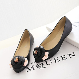 The new spring and summer 2016 pointed flat shoes comfortable shoes merchandiser flowers no foot factory direct sales