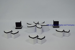 Promotion Kit Jewelry Display Stand for Rings Holder Wedding Finger Ring Display Show Case, Exhibitor to Ring in White PU