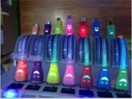 La luz visible LED USB Micro V8 cable de 1 m 3 pies retráctiles cables del conector de carga de la sonrisa cara plana fideos de sincronización de datos para Samsung Sony desde conector micro usb retráctil fabricantes