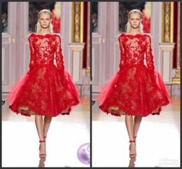 2016 Meilleures ventes Zuhair Murad courte robes de soirée à manches longues Bateau cou dentelle rouge 2016 Robes de cocktail Custom Made à partir de belles robes à manches courtes fournisseurs
