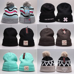 Wholesale Diamond Knitted Logo Beanie Hats Blank Hip Hop Designer Winter Pom Beanie Hats with Stretch Wool for Women AA