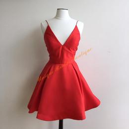 Damas mini vestido vestido en Línea-2016 Elegante vestidos de regreso a casa con profundo cuello en V y correas Real Pictures Draped satinado rojo hermoso vestido de fiesta para la dama