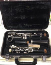 VINTAGE CLARINET MODEL 20 W  PROTECTIVE HARD CARRYING CASE